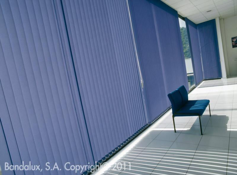 new store store bandes verticales deco. Black Bedroom Furniture Sets. Home Design Ideas